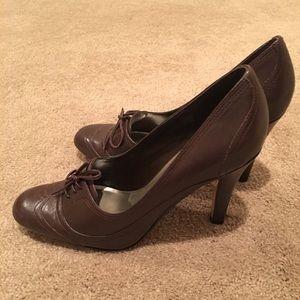 Ladies heeled dress shoe